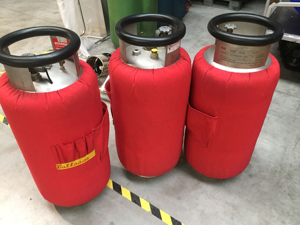 3x Cameron CB2901 cylinders