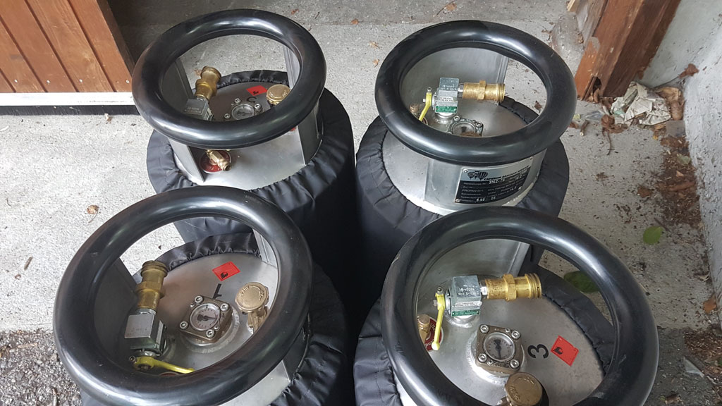 8x Schroeder VA50 cylinders