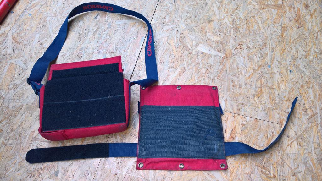 Carrying bag for avionics