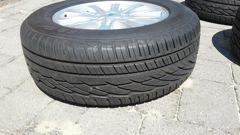 4x Land Rover rims with tyre