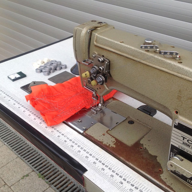Twin needle sewing machine