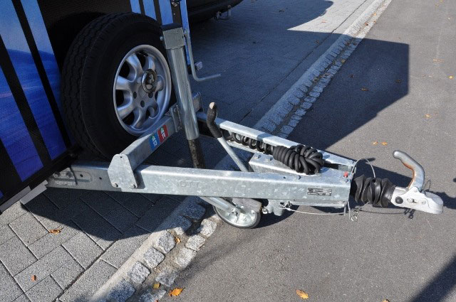 Tandem axle closed trailer