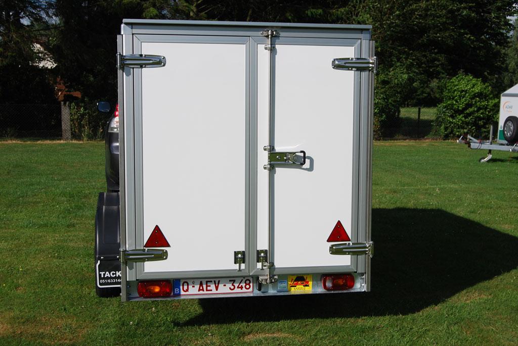 Tack tandem axle trailer