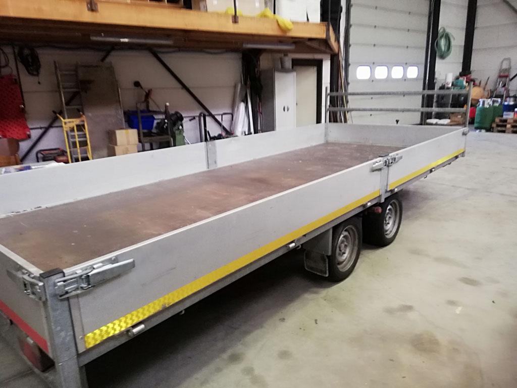Eduard tandem axle flat bed trailer