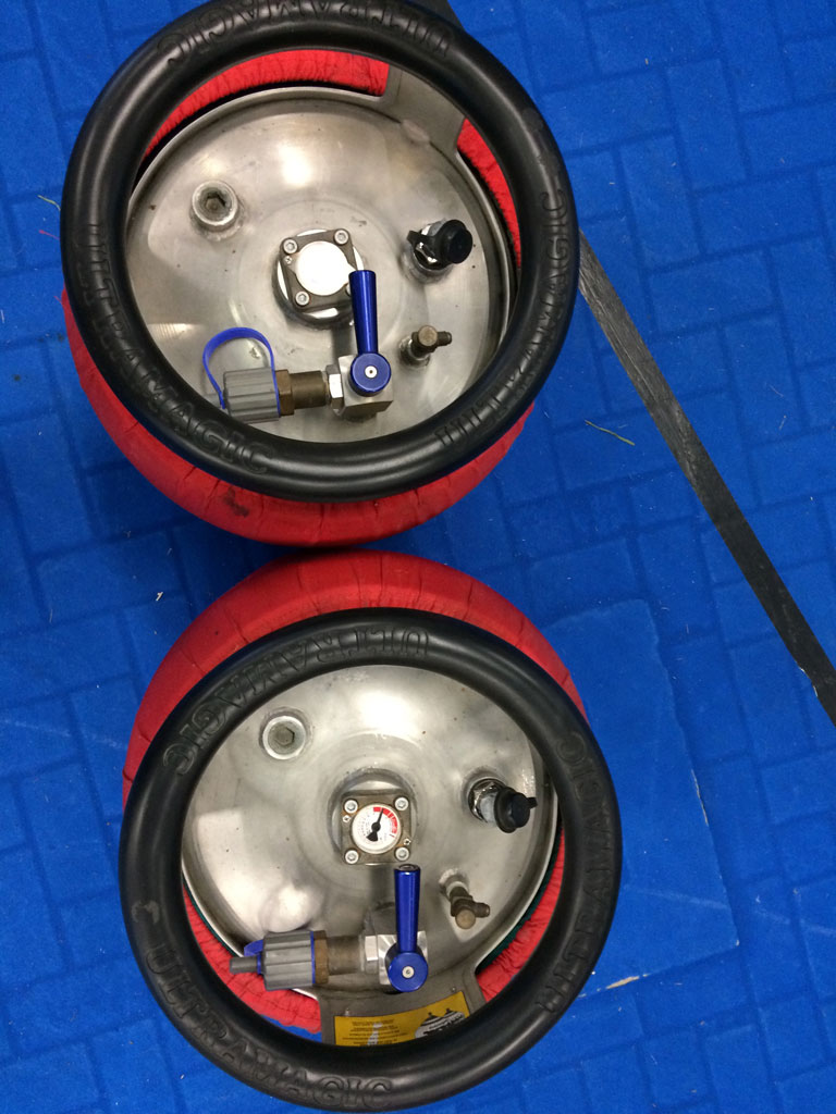 2x Ultramagic M30 cylinders