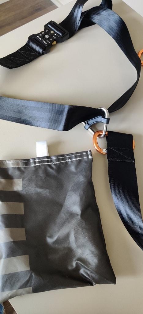 Pilot restraint harness