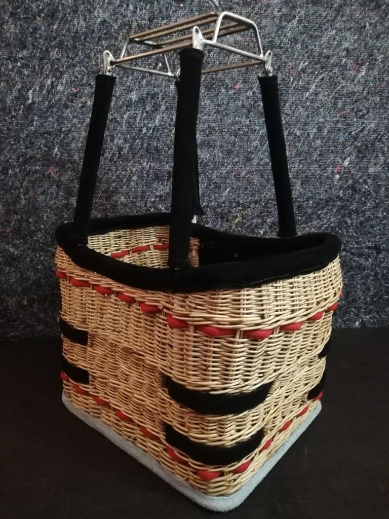 Model balloon basket